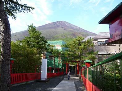 5合目から見る富士山頂。