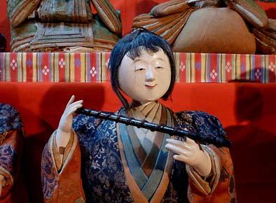 星野家に伝わるひな人形(五人囃子の笛)。