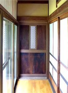 古欄間を使った南広縁の納戸へ続く扉。