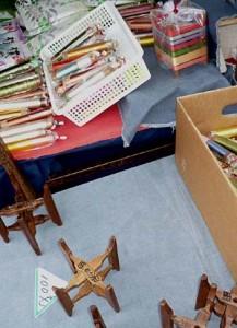 古い小さな糸車がなんと一個100円で売っていました。