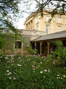 静かで落ち着いた雰囲気のプチトリアノン宮殿。