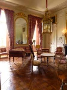 プチトリアノン宮殿室内。さすがベルサイユの宮殿です。洗練されたしつらえ。