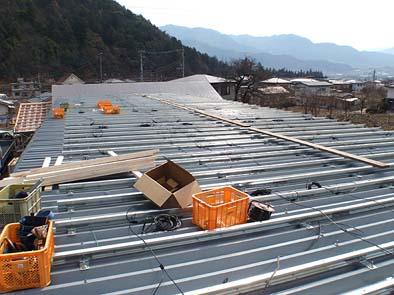 パネルを取り付けるための土台を取り付ける。