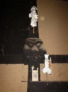 釜戸の上に奉られているカマド神様。