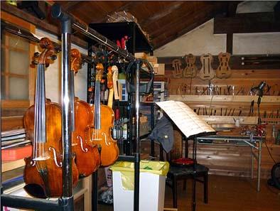 二階は譲さんのバイオリンの修理工房。