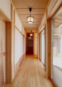 各室を繋ぐ内廊下