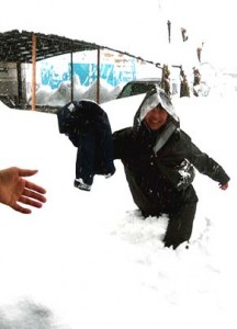 15日(土)出勤してきたのは柳通監督ただひとりでした、腰まである雪をかき分けて歩いてきたのです
