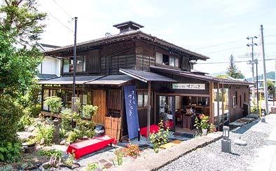 和カフェ すぎのき 外観 擬洋風建築の趣を漂わせる