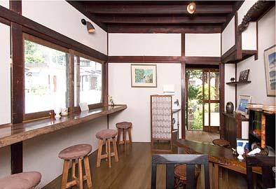 喫茶室は和の趣、ぜひご覧ください