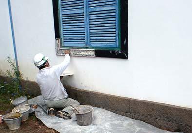 外部窓枠 左官工事の様子