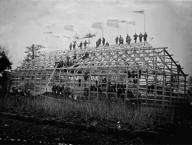 明治37年(1904年)上棟式の様子
