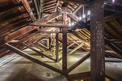 力強く美しい小屋裏のトラス構造