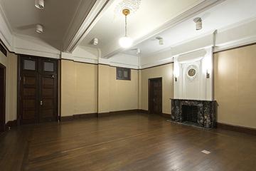 旧内務部長室 床の大規模修理、木製建具工事などを担当