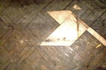 旧正庁 工事着工前の寄木床の惨状