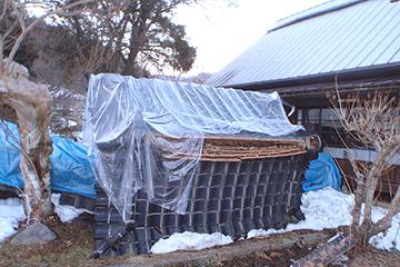 大雪で倒壊した内門