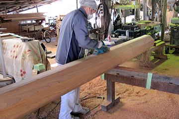 欅の芯棒の加工の様子