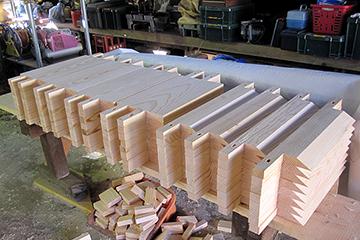 水受けの板などの部品も完成して組み立てを待つ