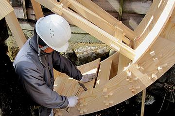 水輪の組み立て、底板を取り付ける