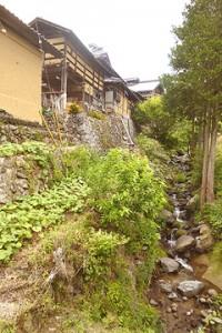 集落に残る古民家の様子