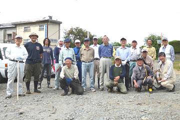 現地での作業は「塩和会」約20名の参加協力をいただきました