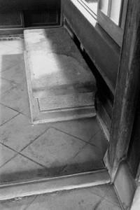 旧玄関の沓脱石