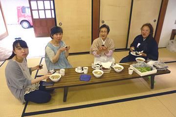 4名の女子会員には昼食の賄(まかない)でお世話になりました