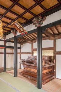 竣工内観 須弥壇を見る