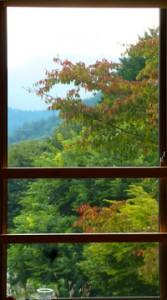2階席の窓から見えた景色は…はやくも初秋