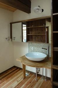 洗面台と収納棚