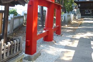 当初の姿に修理された鳥居の柱脚