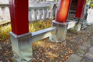 着工前の柱脚の様子、銅板で包まれた為に木部は腐食していた