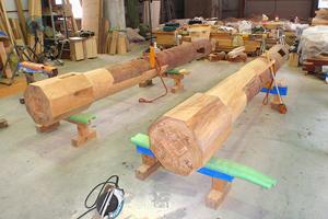 修理工事、鳥居の柱の脚部を根継した