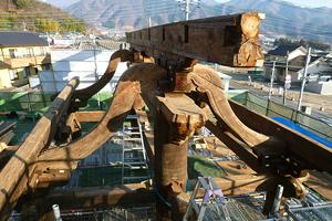 台輪と海老虹梁の上に再び置かれた棟木