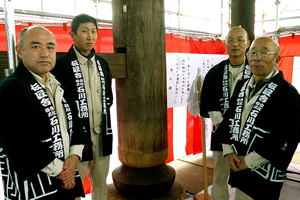 左から萱沼設計部長、石川(大工)、岡現場監督、吉野棟梁