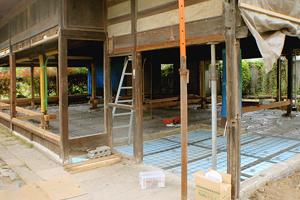 工事中 土間のべた基礎打設前\。全体に鉄筋配筋、玄関土間には断熱材施工