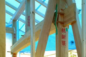 上棟時 玄関ポーチ上部の八角化粧梁