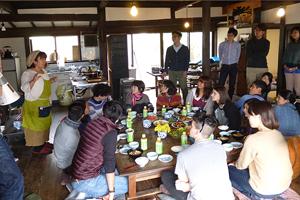 NPO山梨家並保存会の野口さんと、食事を作っていただいた馬淵節子さんには大変お世話になりました。