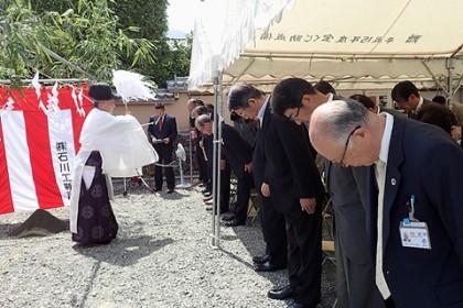 一宮浅間神社の古屋宮司様による 安全祈願の御祈祷