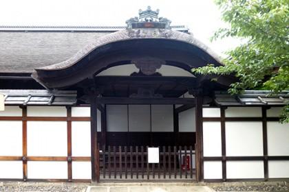 妙法院(玄関の唐破風)