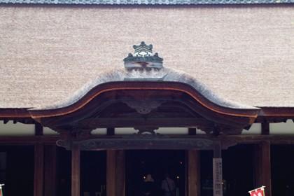 三井寺(釈迦堂の唐破風)