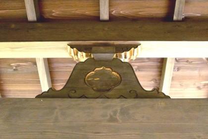 玄関ポーチ頭上 古式装飾「蟇股(かえるまた)」を新設
