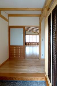 前室玄関から蔵前下屋を見る