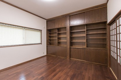 応接室の洋間 書棚を新設