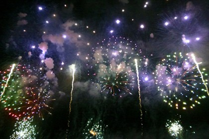 こんなん撮れました その1 趣向を凝らした創作花火の様子