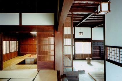 主屋の再生工事、竣工内観の様子 平成13(2001)年施行