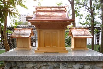 完成した新神殿(正面)