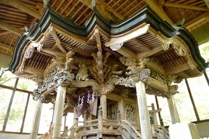 彫刻の素晴らしい本殿は山梨市指定の文化財 一見の価値あり!