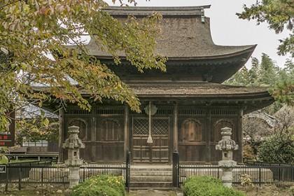 中世の優美な姿を伝える、国宝 清白寺仏殿