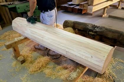 棟にのる鰹木(かつおぎ)の木製下地を作成