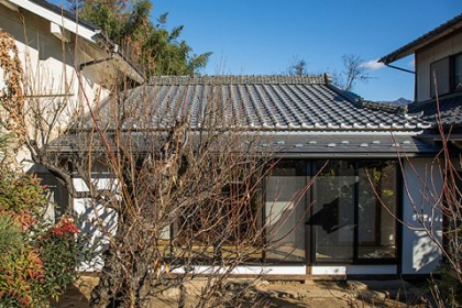 南側外観(改修部分) アルミサッシを廃して木製建具を復活